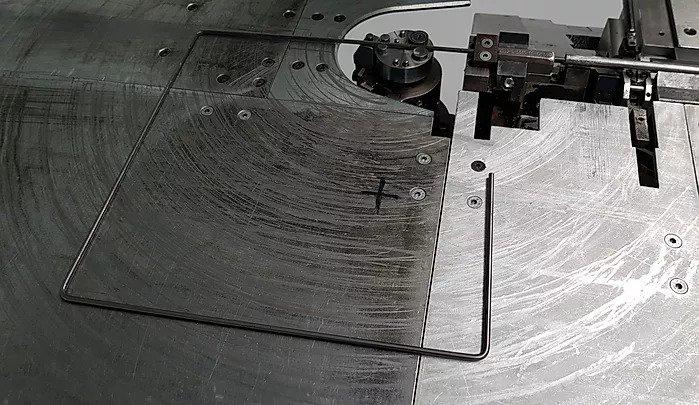 kvadrat in stroj za oblikovanje žice